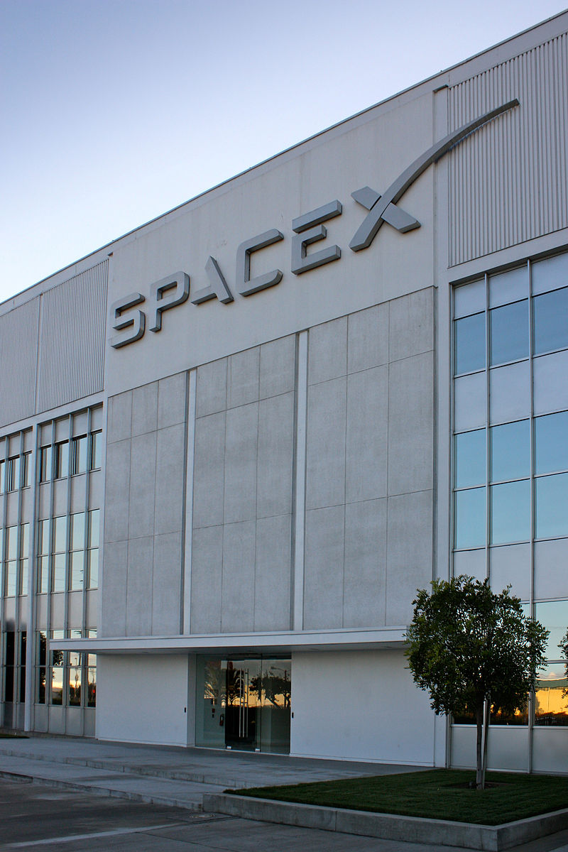 800px-Entrance_to_SpaceX_headquarters