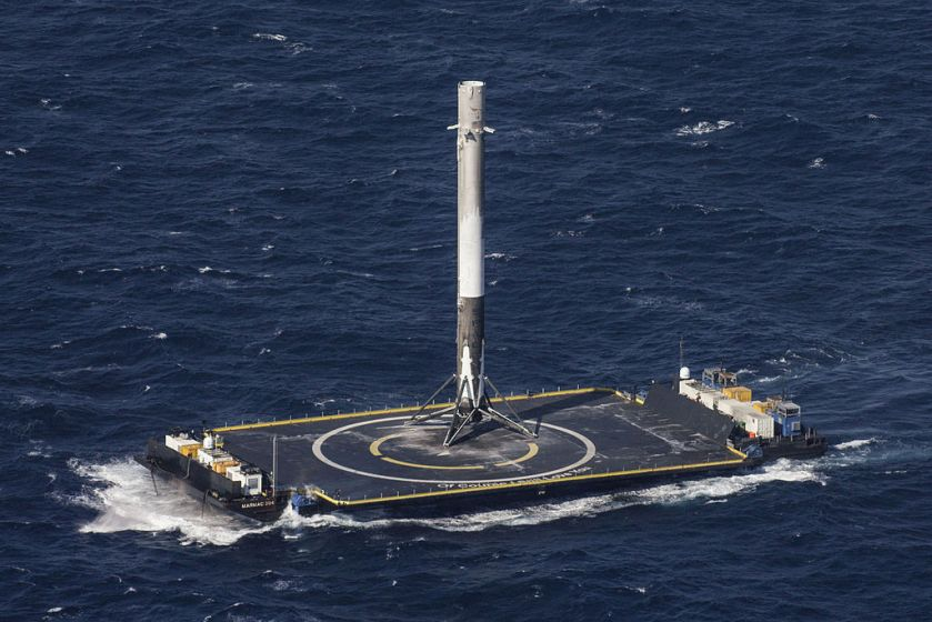CRS-8_(26239020092).jpg après atterissage SpaceX Falcon9