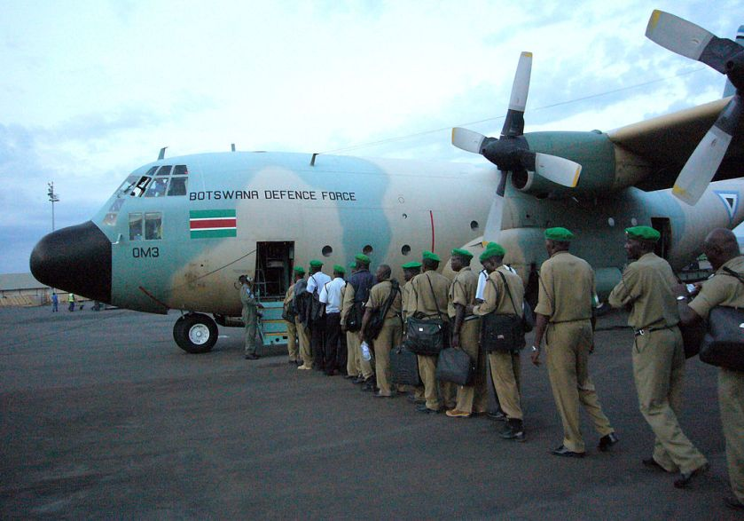 Ugandan_civil_police_board_BDF_Air_Wing_C-130_in_Kigali_2006-09-26