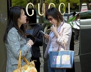 Femme-Chinoises-Gucci-300x236