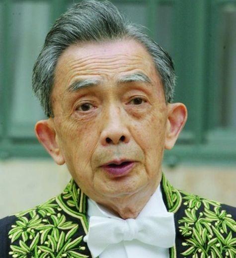 Francois-Cheng-habits-academicien-Il-devenu-Immortel-2003_0_730_520
